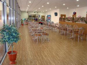 Кафе в Акварели. средний чек в кафе 250-300 руб.