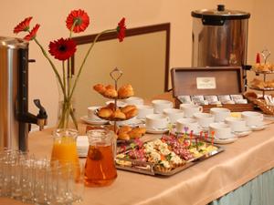 Отель Азимут.  Завтрак.