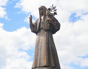 Памятник Елизавете Федоровне в Алапаевске..