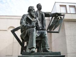 Памятник братьям Васнецовым